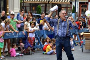 George Jagatic was the emcee of the fifth annual Montague Street Summer Space Dog Show. - Brooklyn Archive