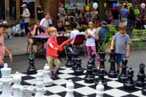 Kids enjoy life-sized chess in Brooklyn Heights - Brooklyn Archive